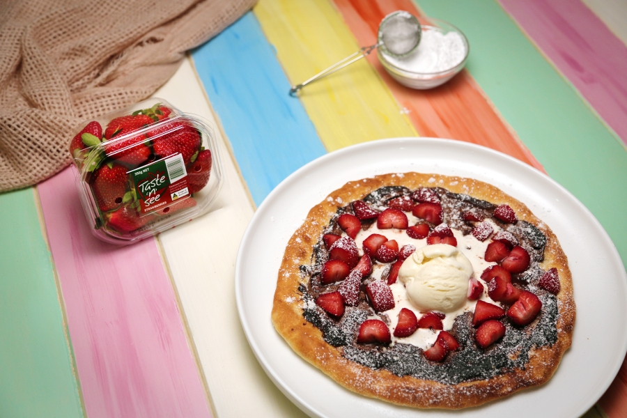 10. 2166 Hazelnut Spread and Strawberry Pizza recipe - the cooks pantry