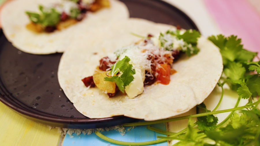 2047 Chorizo, Potato and Fried Egg Tacos recipe - the cooks pantry