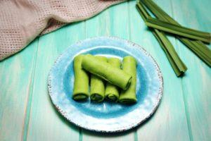 2126 Kueh Dadar (Coconut Crepe) recipe - the cooks pantry