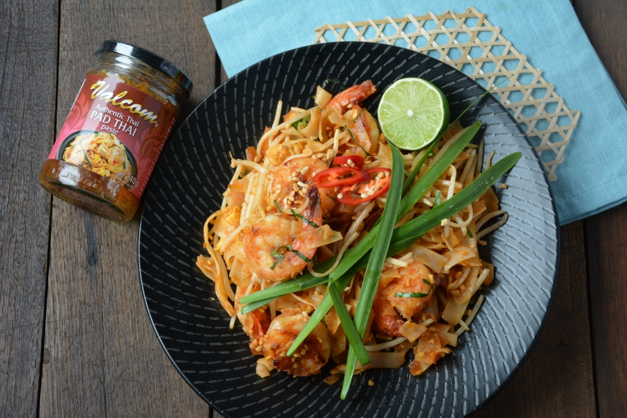 2284 Pad Thai Stir Fried Noodle with Prawns (Pad Thai Goong) recipe - the cooks pantry